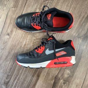 Nike Retro AirMax 90 sneakers Youth 7/ women's 8.5